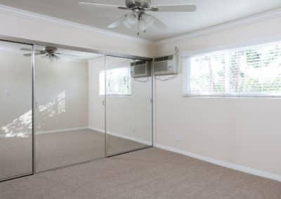 Bedroom-with-big-closet